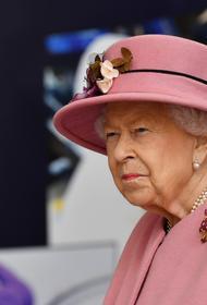 Слугу Елизаветы II задержали за кражу предметов из Букингемского дворца на 100 тысяч фунтов