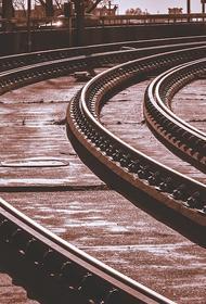 В Подмосковье обрушилась часть пешеходного моста над железной дорогой
