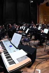 В Челябинской филармонии прошел концерт Олега Митяева и симфонического оркестра