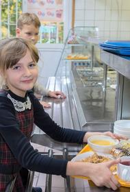 Борщ и пицца названы самыми любимыми блюдами из школьного меню