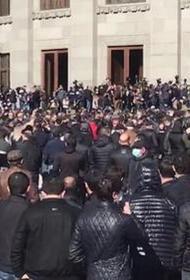 В Ереване проходит многотысячный митинг оппозиции