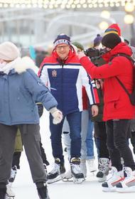 Алексей Текслер открыл необычный каток в челябинском парке