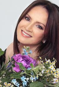 София Ротару прилетела в Москву и выступила на «Песне года» бесплатно