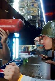 «Смертельный бронепоезд». Посетителю московского бара сломали позвоночник за выпивкой необычного коктейля