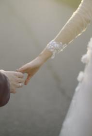 Девушка подала в суд на возлюбленного, который не женился на ней 8 лет