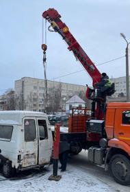 Челябинцы жалуются на брошенные автомобили на улицах городах