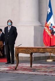 Президента Чили оштрафовали за селфи без маски