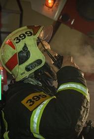 Главное - не перепутать. Чиновник из МЧС решил поучаствовать в тушении пожара, но надел баллон с воздухом вверх ногами