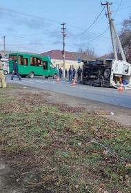 В станице Каневской в результате аварии перевернулась машина