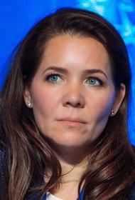 Анастасия Ракова вручила медикам награды за борьбу с коронавирусом