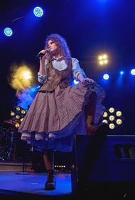 Певица Елизавета Гырдымова, известная как Монеточка, вышла замуж за своего продюсера