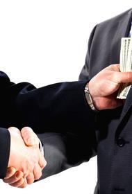 Каждый второй россиянин замешан в коррупции