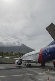 В Индонезии «Боинг» 737-500 пропал с экранов радаров через несколько минут после взлёта. О судьбе лайнера ничего не известно