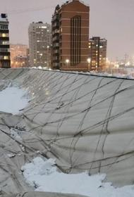 В Краснодаре под тяжестью снега рухнул купол спортивного комплекса