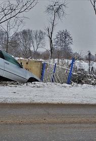 Во время снегопада во Владивостоке столкнулись 11 машин