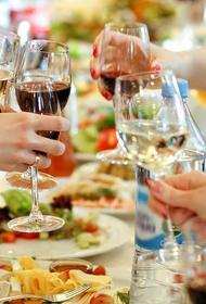 Латвийский гастроэнтеролог: Обильное питание в праздники может быть опасно
