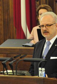Президент Латвии считает, что медики в первую очередь должны вакцинироваться