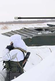 Мотострелковое соединение в Бурятии проводит маневры в условиях суровой зимы