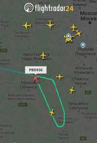 Самолет с Навальным изменил маршрут и летит не во Внуково, а на запасной аэродром