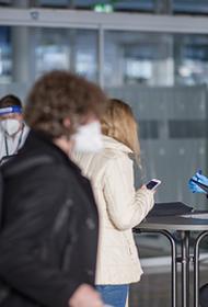 Правительство рассматривает возможность выдачи COVID-паспортов вакцинированным россянам для поездок за границу