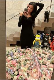 Анастасия Решетова поделилась снимком букета после госпитализации
