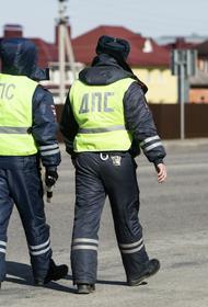 В центре Москвы автомобиль вылетел на тротуар после аварии
