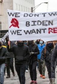В Портленде американские анархисты разгромили штаб Демократической партии США
