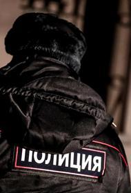 В Красноярске полковник полиции проводит воспитательные беседы с подростками на акции протеста