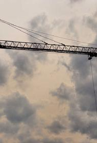 В Краснодаре при падении башенного крана погибли два человека