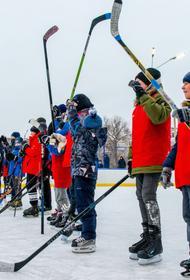 Юные хоккеисты вышли на лед со звездами челябинского «Трактора»