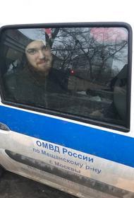 Свободных мест нет. Арестованный активист 20 часов просидел в полицейской машине, потому что изоляторы переполнены