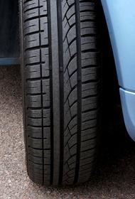 Автоэксперт Серебряков заявил об опасности парковки машины с вывернутыми колесами