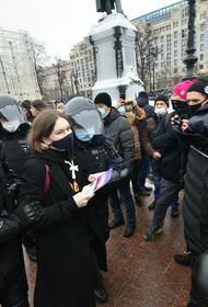 В Москве заведено дело на украинку, избившую полицейского на незаконной акции
