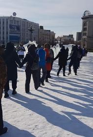 Хабаровский митинг прошел без кричалок, но с задержаниями