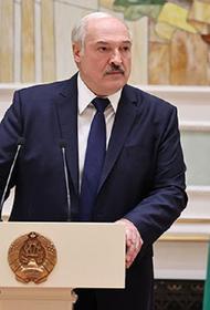 Лукашенко заявил, что Белоруссия вынуждена отвечать на вызовы и угрозы