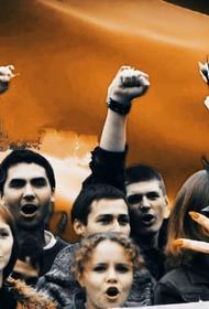 Белорусы выступили в поддержку бело-красно-белого флага