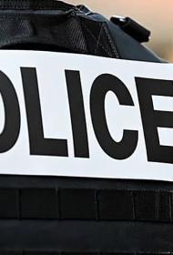 Французская полиция проводит спецоперацию в Тулоне, где из окна дома выбросили коробку с человеческой головой