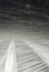 На трассе в Кировской области машину снесли порывы ветра