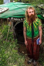 Москвич без жилья окопался в землянке на Ярославском шоссе