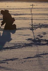 Около ста рыбаков спасли с оторвавшейся льдины у берегов Сахалина