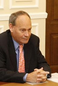 Экс-посол Великобритании Энтони Брентон: «100 тыс. человек на улицах России не перевешивают 60% населения страны»