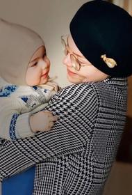 В сети появилось фото маленького сына Петросяна