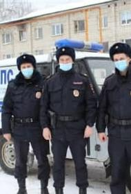 На Урале трое полицейских несколько километров несли на руках мужчину, который потерялся в лесу