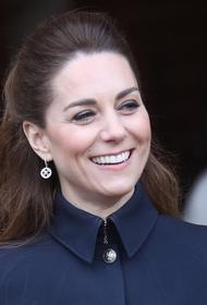 Герцогиня Кейт предстала перед подписчиками в шапке с помпоном и без укладки