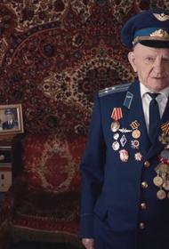 Потерпевшему ветерану на суде Навального стало плохо. Ему вызвали скорую