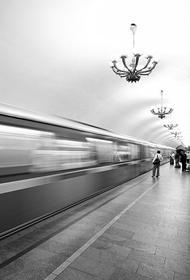 На московской станции метро мужчина угрожал покончить с собой