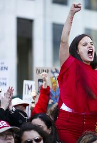 «Феминистки в борьбе»: женщины имеют право раздеваться там, где их не видят мужчины