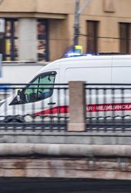 В Москве грузовик сбил двух человек на пешеходном переходе