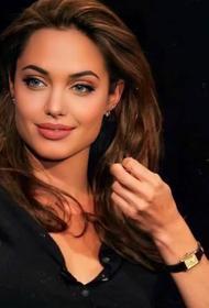 Анджелина Джоли продает подарки Брэда Питта