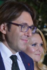 Андрей Малахов впервые за долгое время появился на публике с женой. Она сильно изменилась